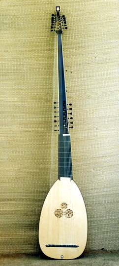 19 Course Theorbo